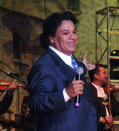 Juan Gabriel in 2006.jpg