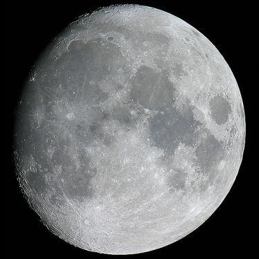 Archivo: Luna-MDF-2005.jpg