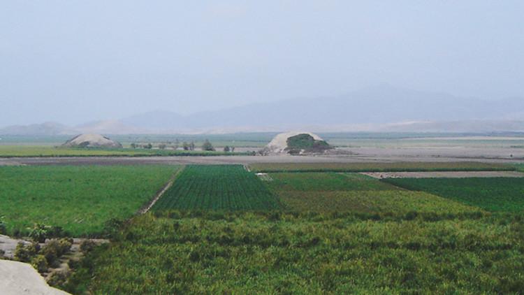 Pirámide con forma de volcán en Perú desconcierta a los arqueólogos (FOTO)
