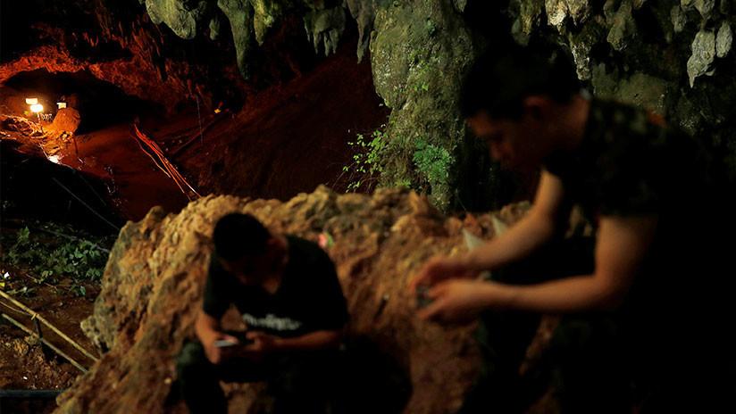 """""""Los amó más que a sí mismo"""": Cómo un exmonje mantuvo vivos a los niños atrapados en Tailandia"""
