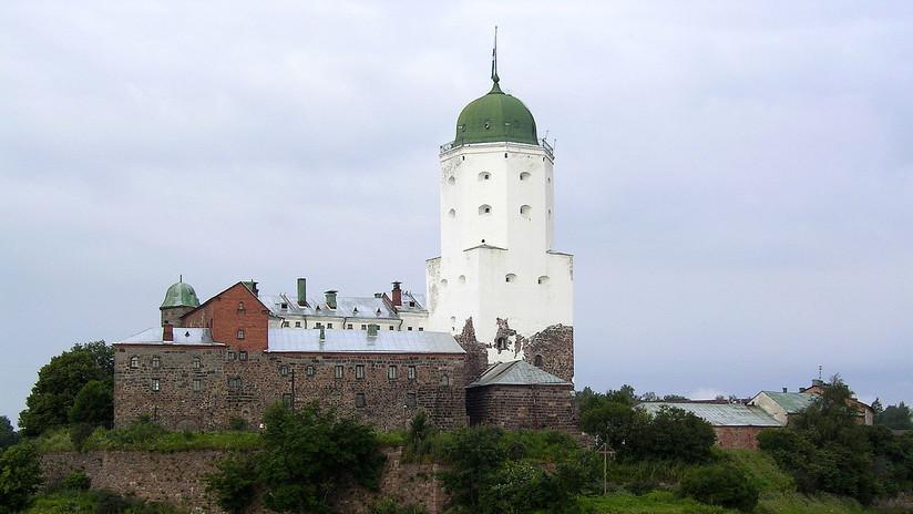 FOTOS: Hallan un antiguo juego de mesa escondido en la cámara secreta de un castillo en Rusia