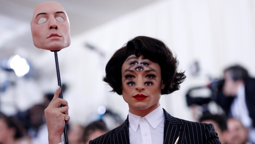 FOTOS: El actor Ezra Miller 'marea' a los internautas con una fantasmagórica ilusión óptica en su cara