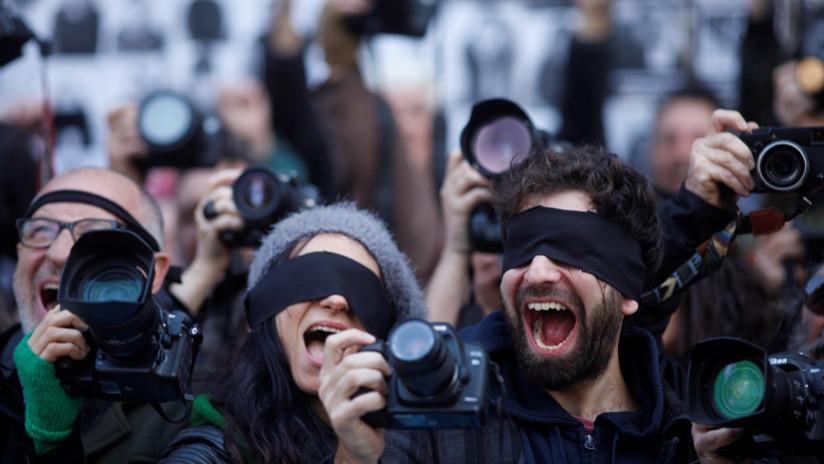 """""""Periodismo en emergencia"""": Cómo la crisis en Argentina afecta la libertad de prensa"""
