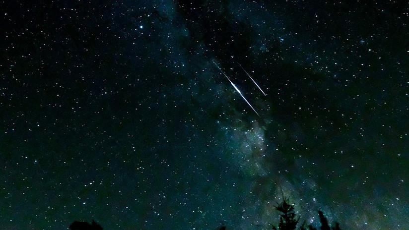 FOTO: Captan la caída simultánea de dos objetos espaciales brillantes en el este de Rusia